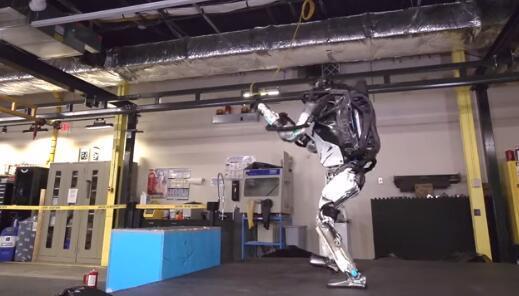 """机器人学会后空翻:举手投足都是""""人味"""""""