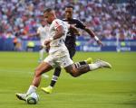 法甲综述-巴黎2球击退梅斯 10人里昂1-1平波尔多