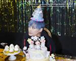 李宇春晒照庆生,34岁的方脸女王皮肤白嫩