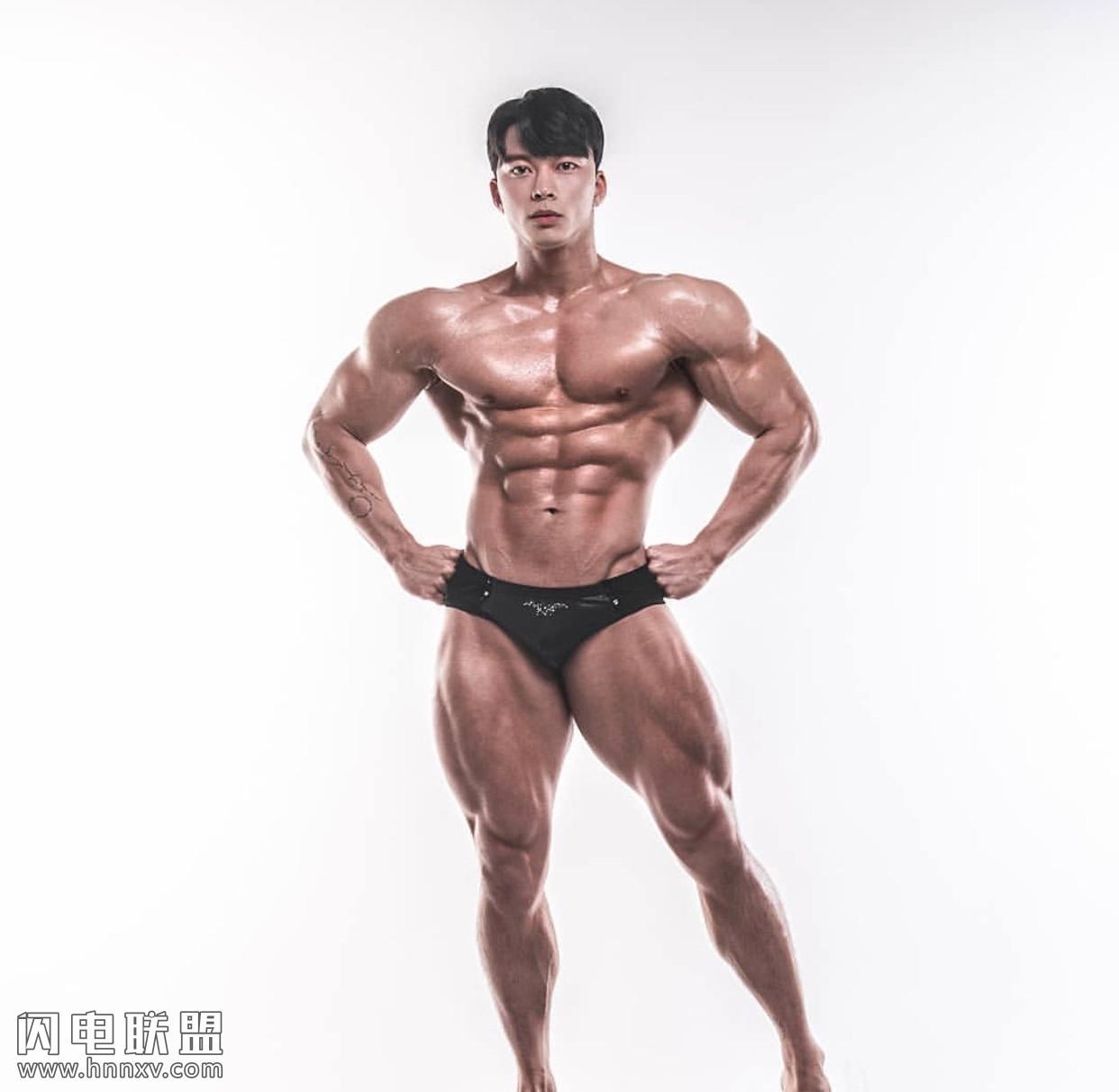 高颜值肌肉男帅哥性感摄影照片