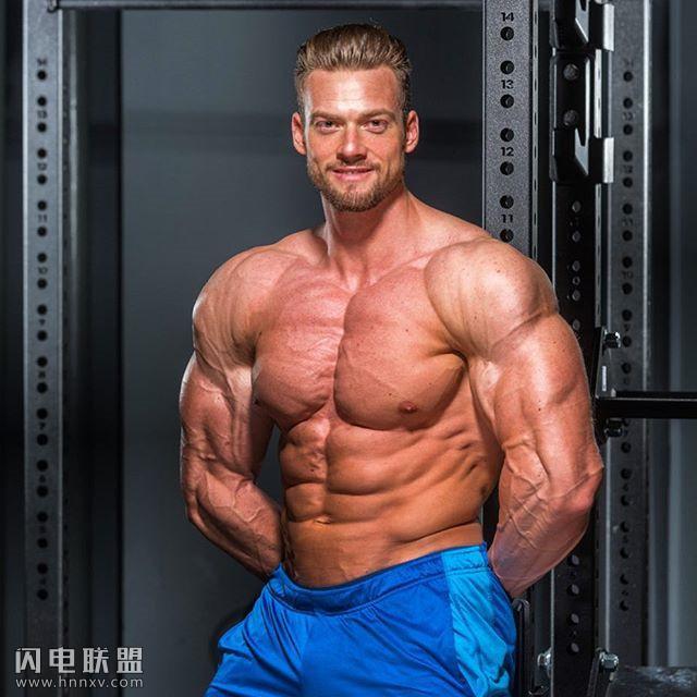 肌肉男大睾图片