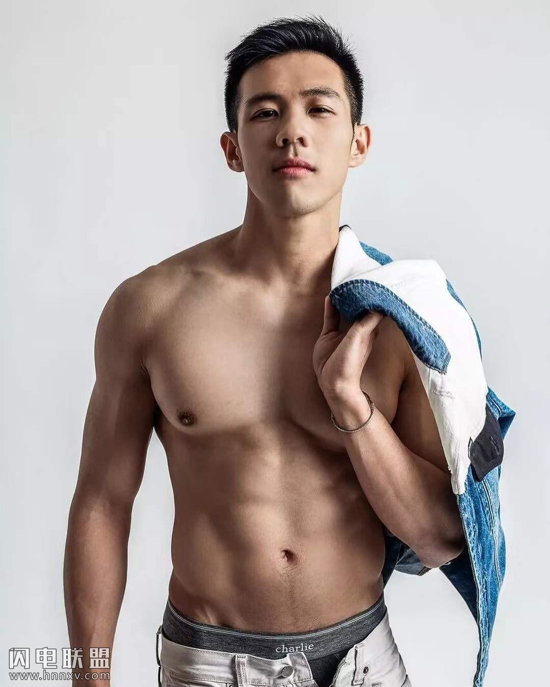 台湾帅哥男医生亚亚生活写真秀肌肉图片