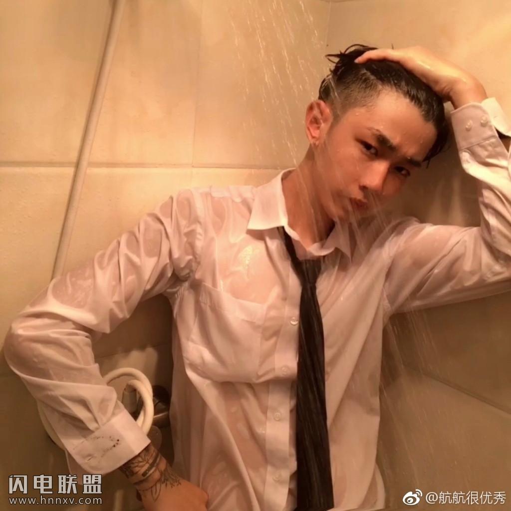 00后广东小鲜肉男神帅哥浴室湿身诱惑写真照片