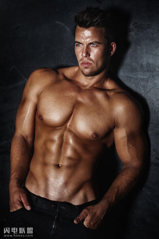 男人在家健身的方法 让你在家也能变男神