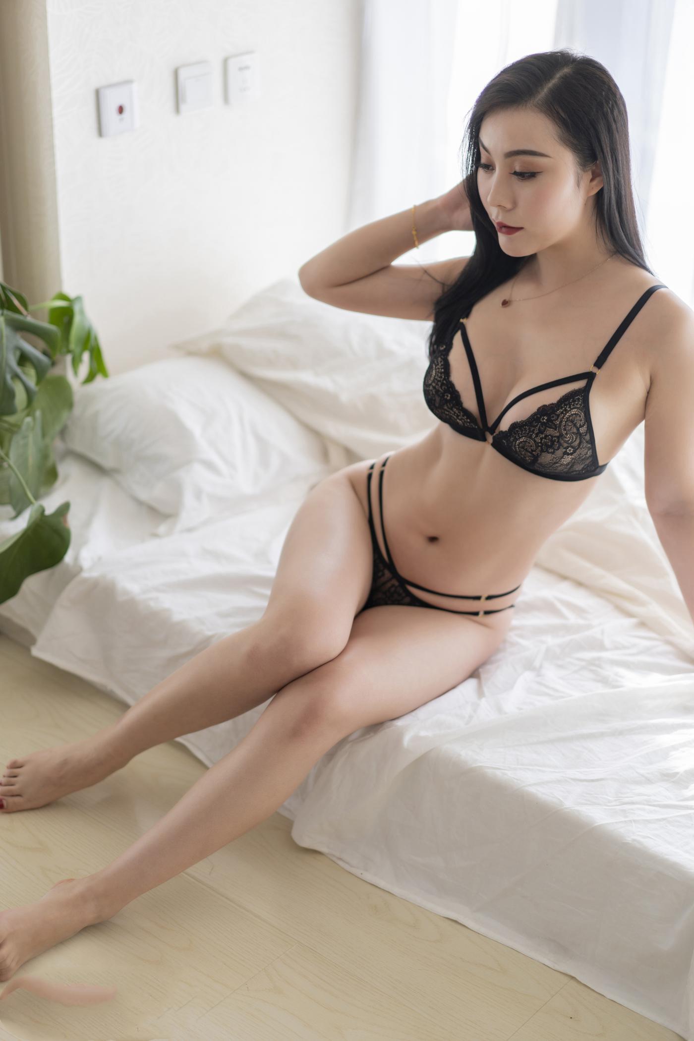 [ROSI]你想要的黑丝美腿福利套图