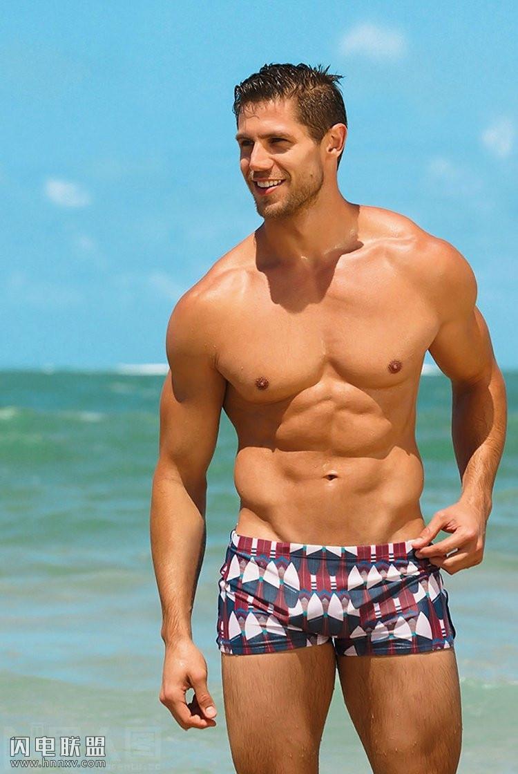 肌肉男穿三角内裤第2张