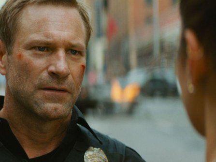 亚伦艾克哈特诠释硬汉警探