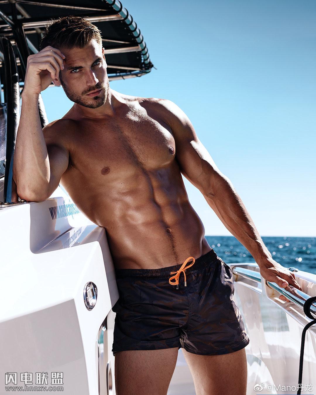 欧美高颜值性感肌肉帅哥图片第3张