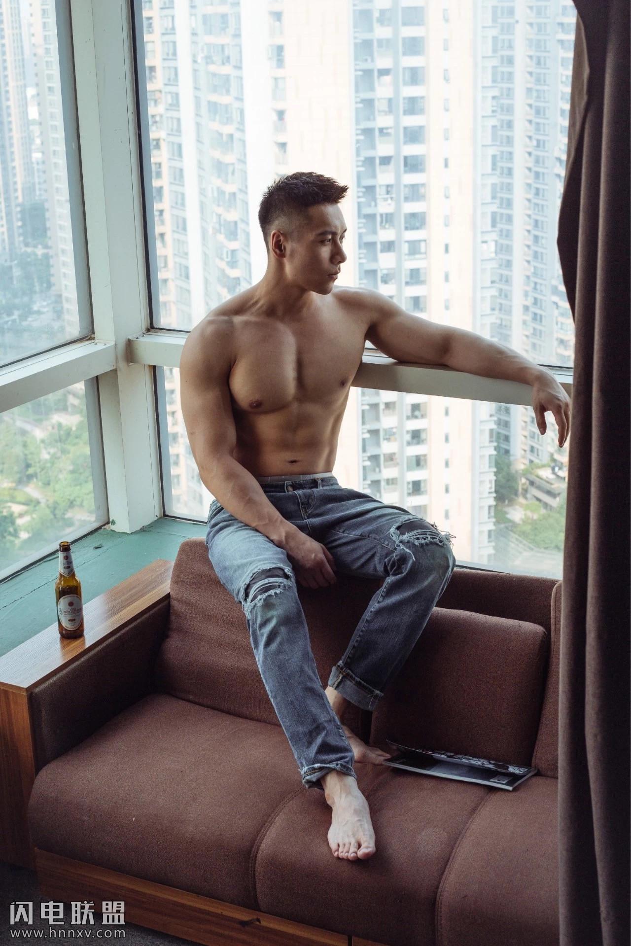 高颜值肌肉型男照片