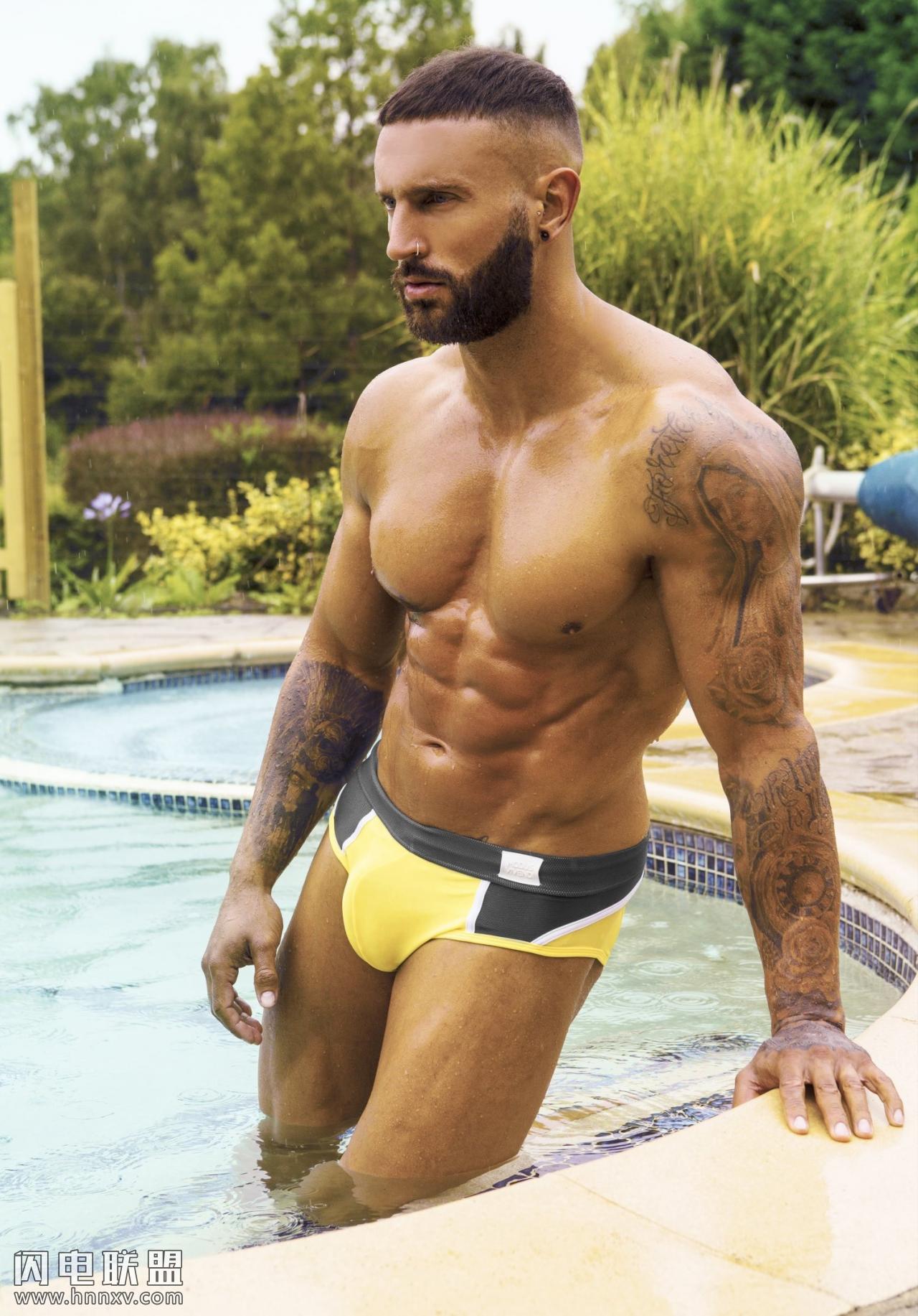 欧美性感大鸟肌肉帅哥泳池写真照片