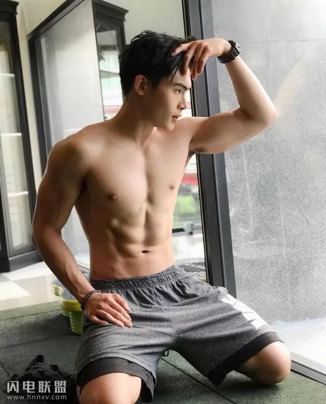 90后中国小鲜肉肌肉男私房照图片