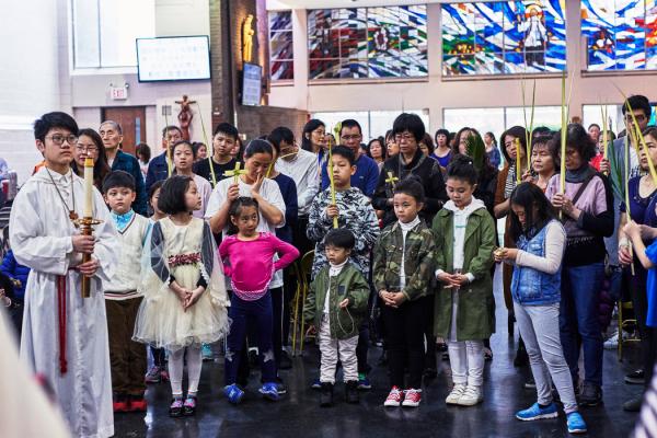 圣耀汗维亚内教堂的棕枝主日,那里的弥撒用普通话和广东话进行。