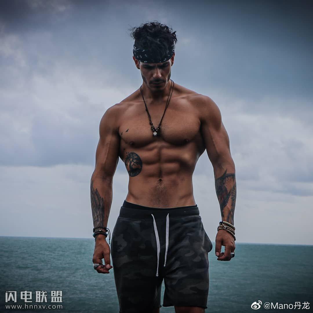 性感欧美肌肉男帅哥户外写真照片