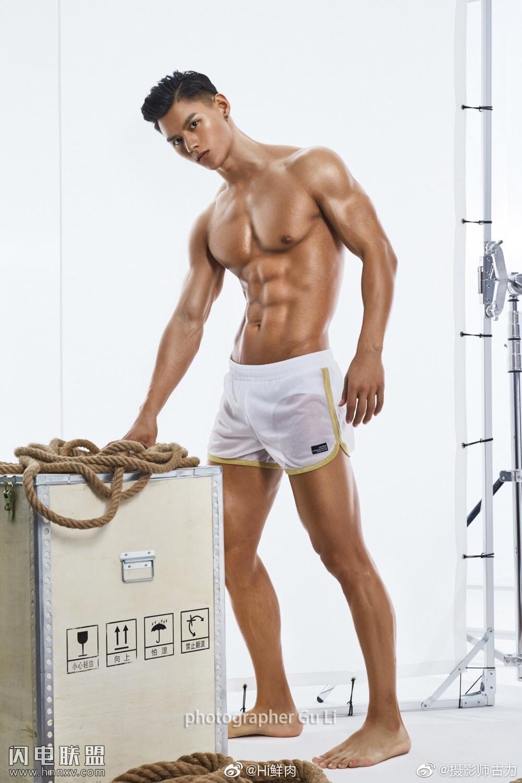 性感肌肉男模帅哥高清内裤写真图片