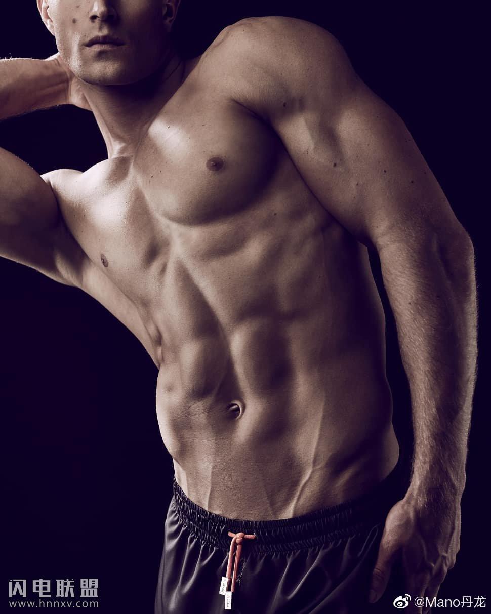90后欧美肌肉型男照片