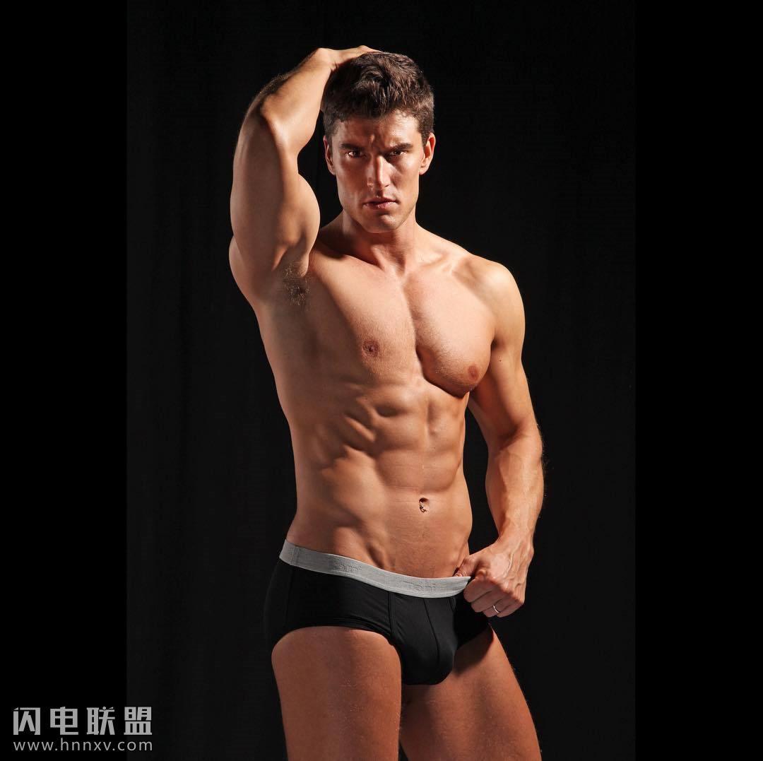 欧美性感男体艺术肌肉型男照片