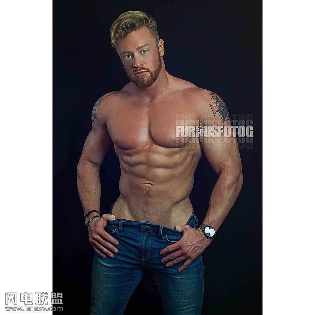帅气欧美肌肉型男写真造型图片