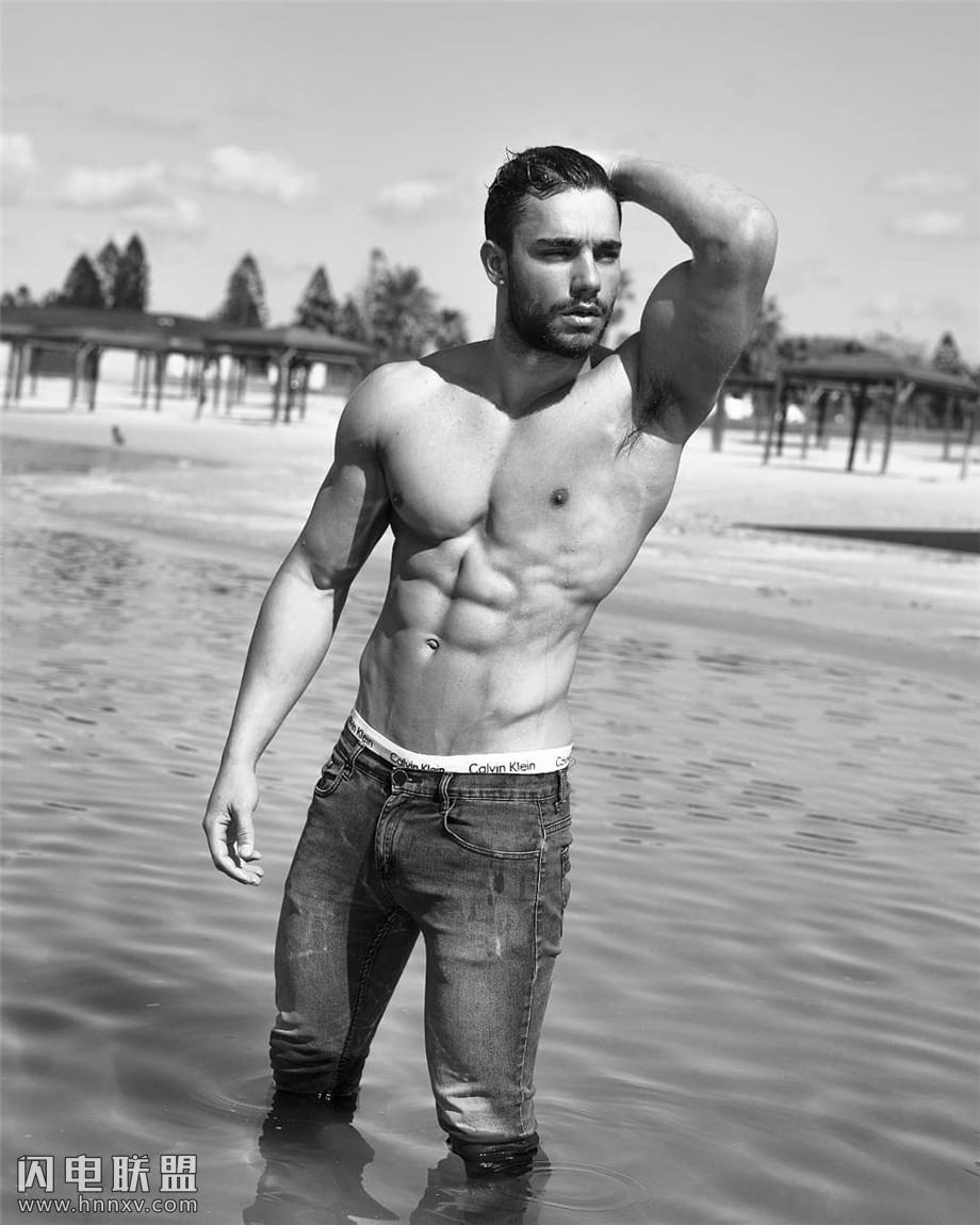 美国肌肉帅哥户外写真照片