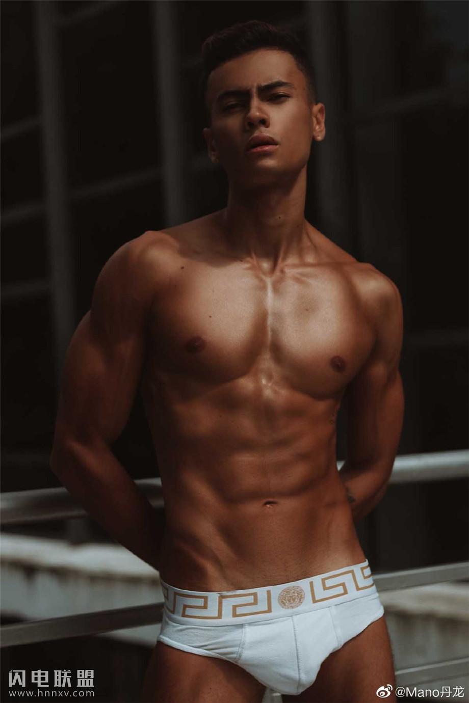 欧美可爱男模CK小鲜肉肌肉写真图片