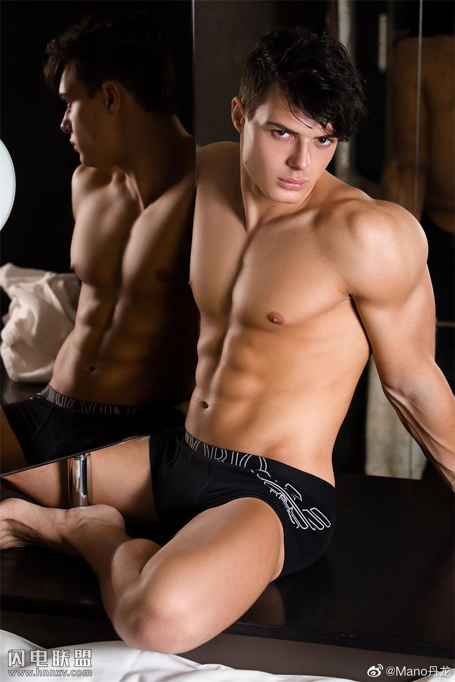 高颜值巴西师哥肌肉男模图片写真