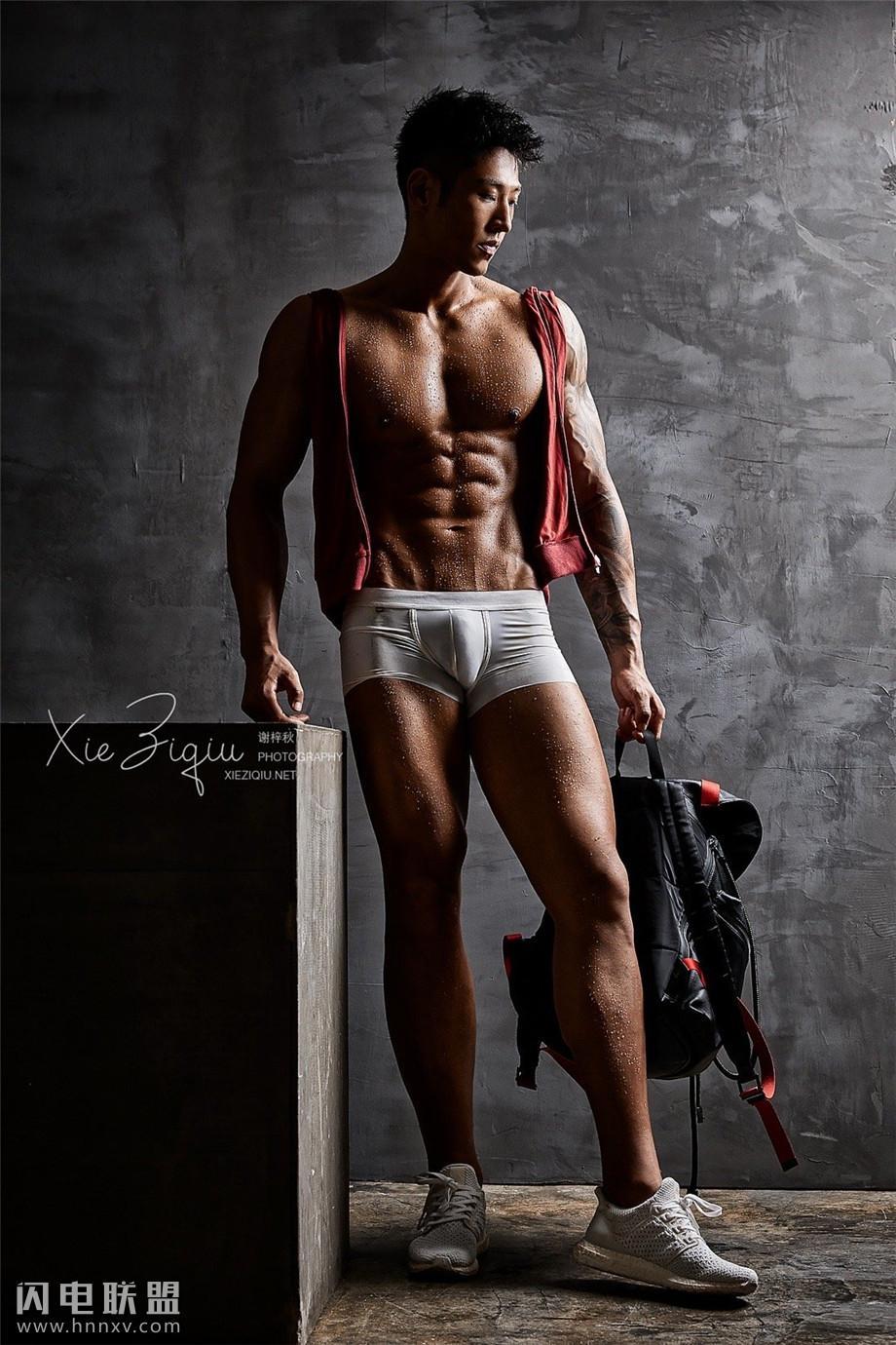 性感亚洲肌肉健身帅哥写真图片