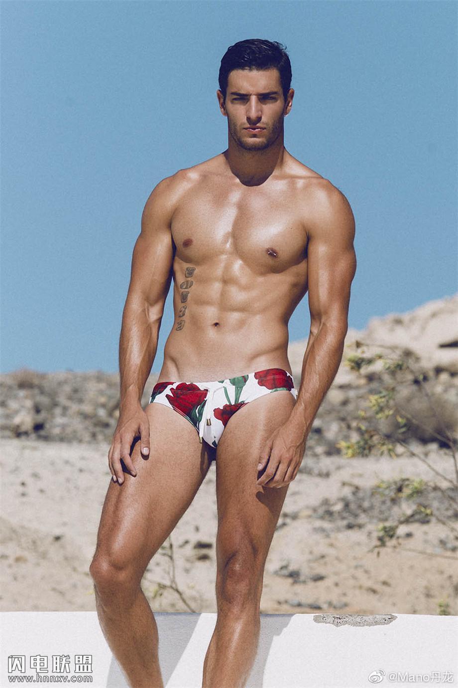 欧美肌肉男模泳装写真图片