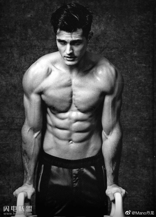 欧美肌肉运动员帅哥图片第2张