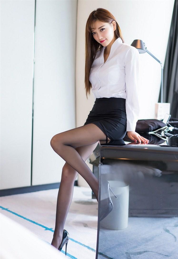 【妹子图】性感黑丝美女杨晨晨 sugar小甜心CC上演办公室脱衣秀