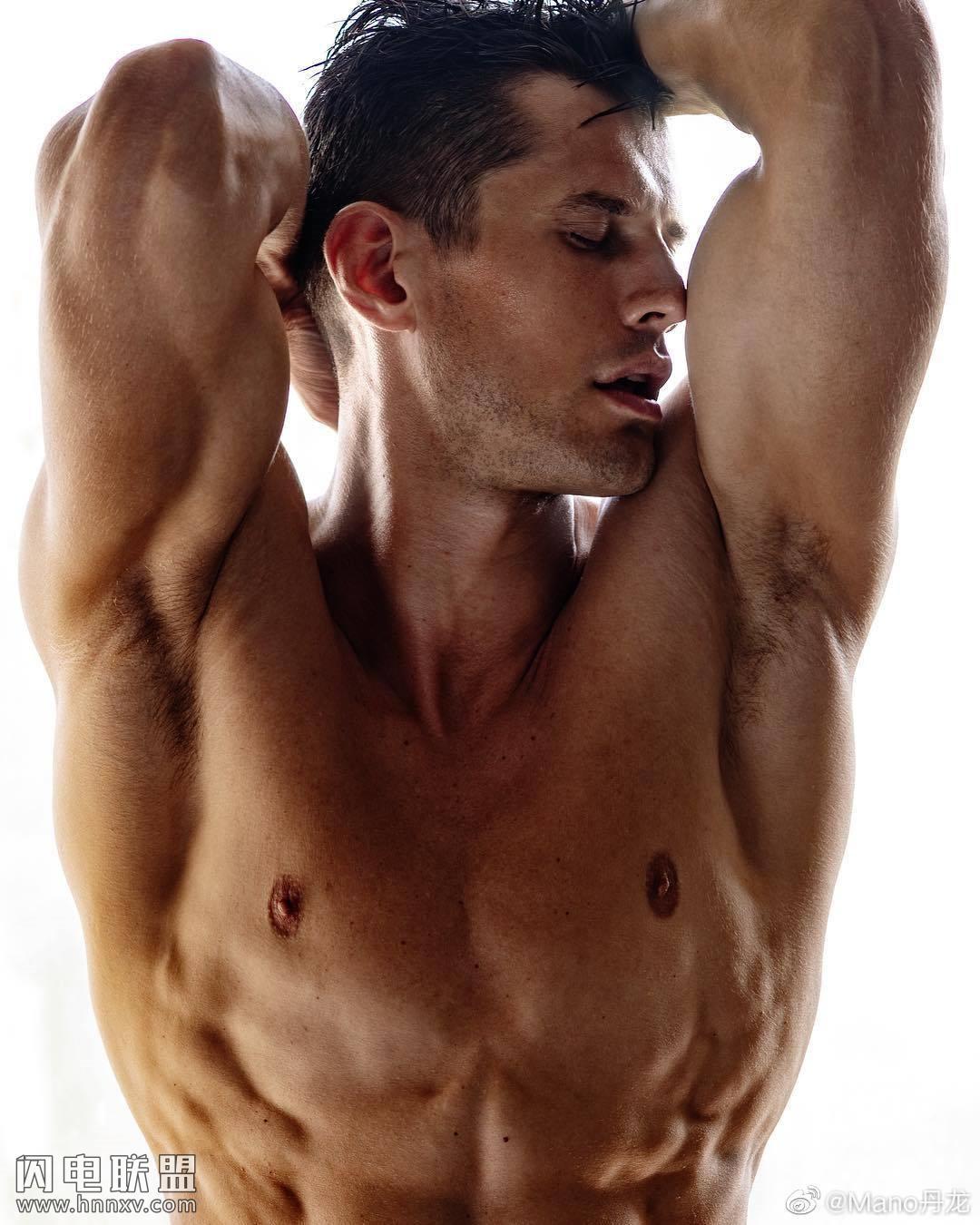 欧美高颜值性感肌肉帅哥图片第4张