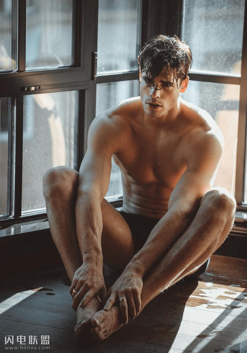 性感肌肉帅哥型男浴室男体艺术写真照片