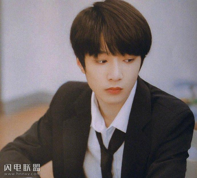 00后鲜肉男星帅哥刘耀文唯美生活照图片