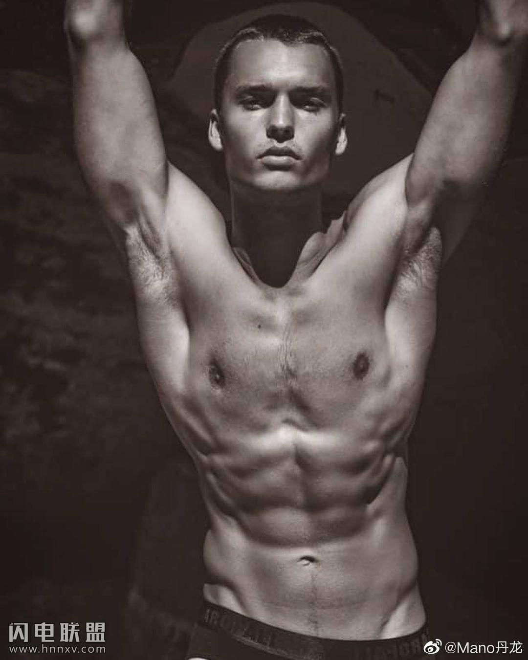性感肌肉男模大鸟内裤摄影写真集