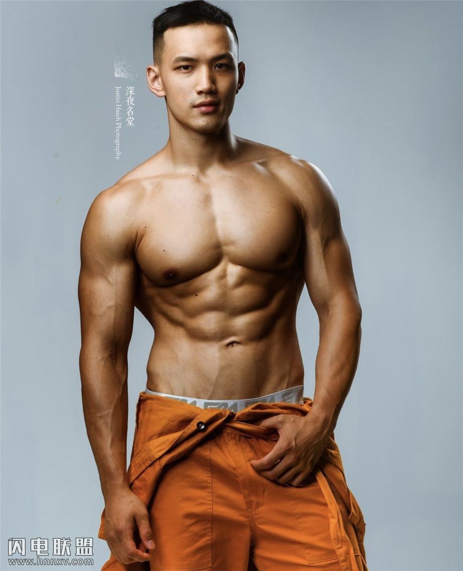 性感肌肉帅哥黄欣元照片