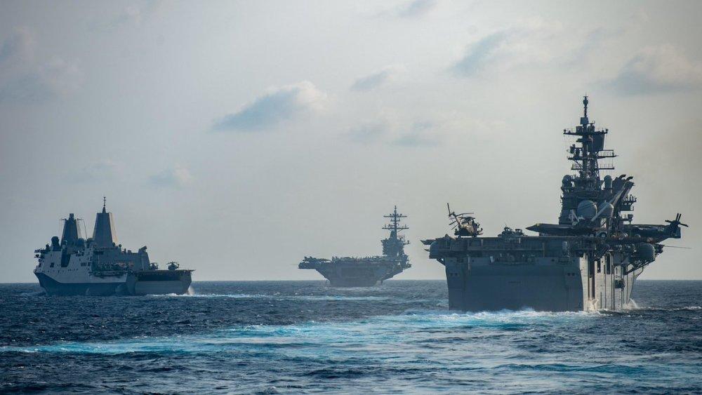 港媒:美军轰炸机闯入南海,侦察机抵近香港附近空域