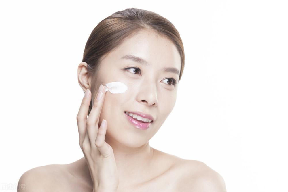 如何挑选适合干燥皮肤的化妆水?